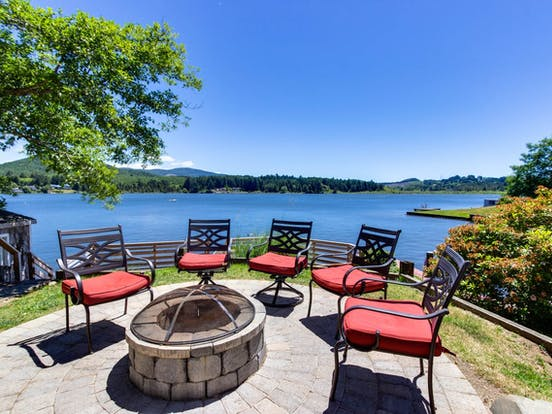 Dog-friendly lakefront vacation home with stunning views of Devils Lake