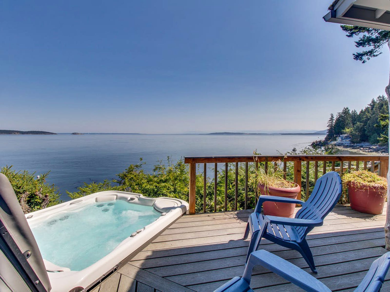 waterfront vacation rental with private hot tub in Eastsound, WA