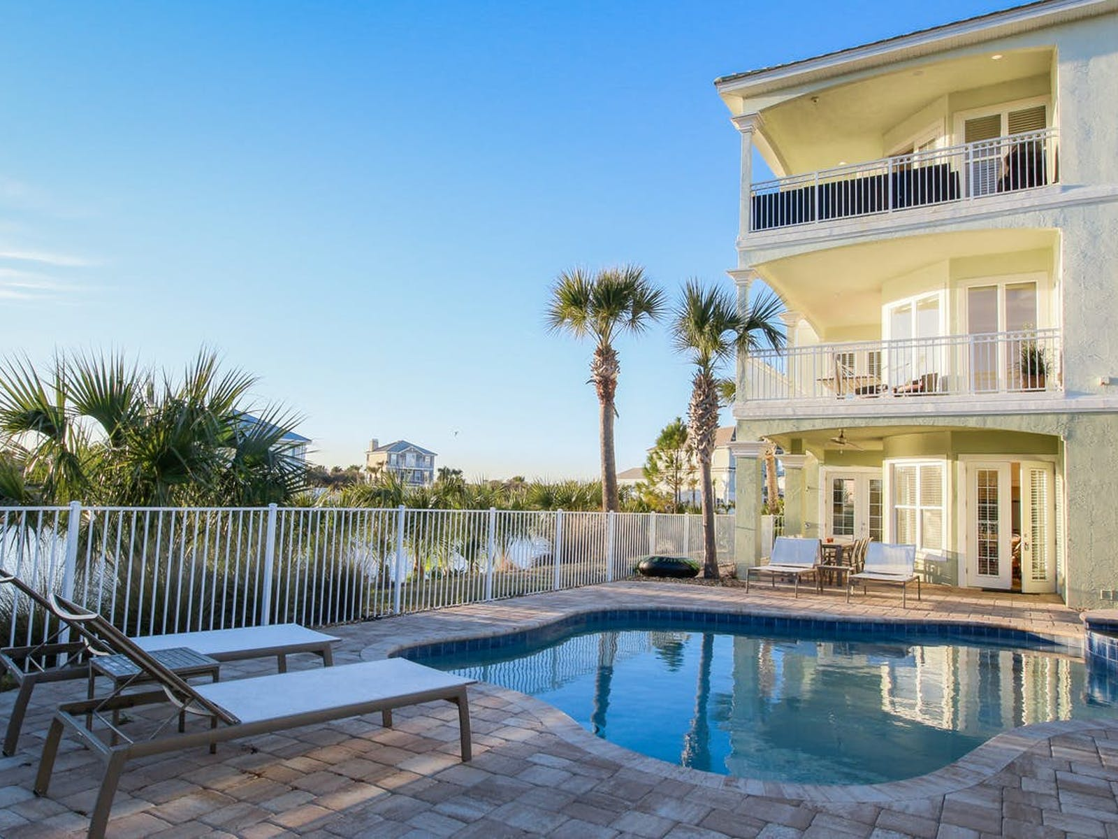 florida vacation rental with outdoor pool