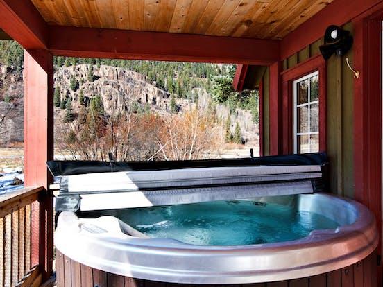 Riverfront cabin hot tub in Colorado