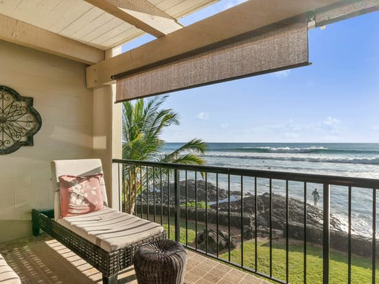 Big Island, Hawaii oceanfront vacation rental with balcony