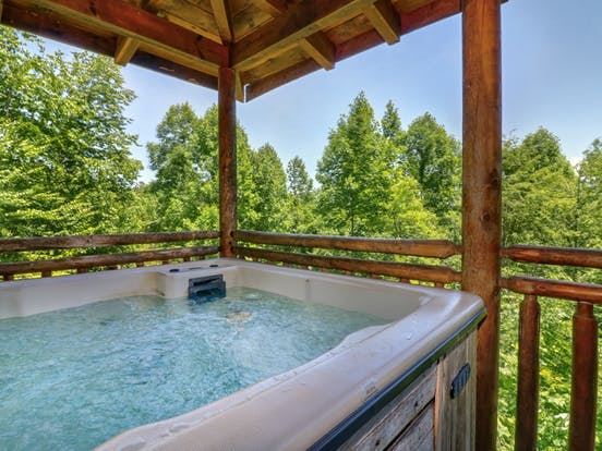 hot tub in the smoky mountains