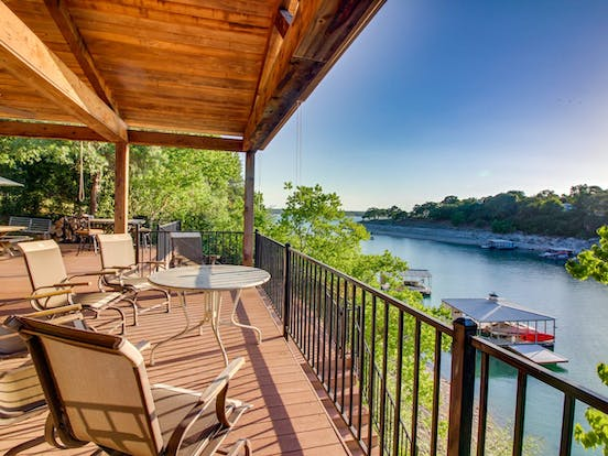 Vacation rental in Texas with boat dock