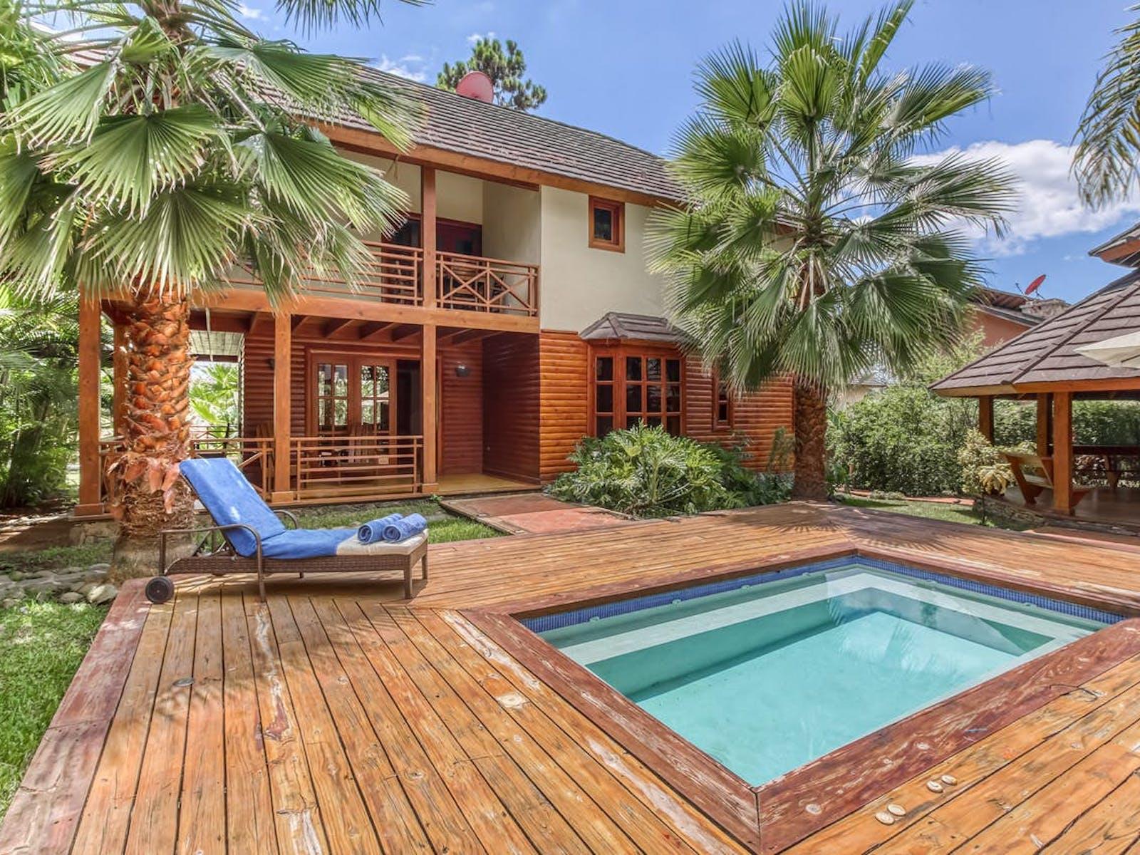 backyard pool of Jarabacoa, La Vega vacation rental surrounded by palm trees