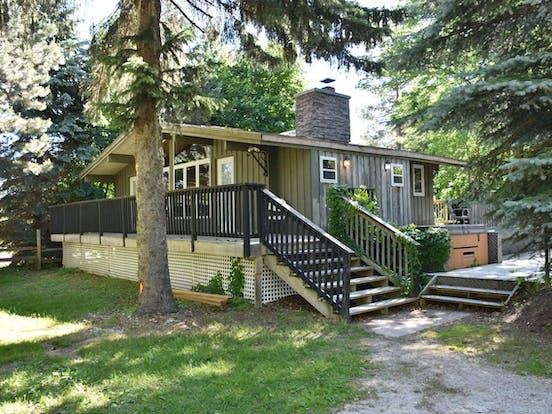 ontario vacation rental with private hot tub