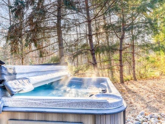 outdoor private hot tub in ontario, canada