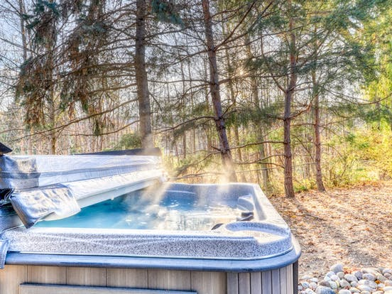 outdoor private hot tub in ontario, canada