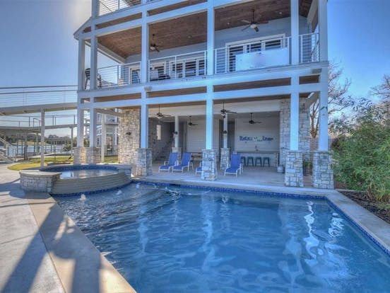 Outdoor pool and hot tub in Lake LBJ