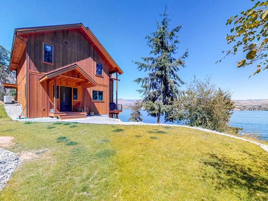Cabin overlooking Lake Chelan