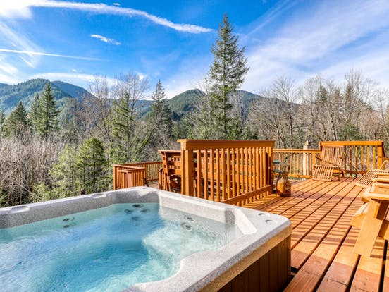 mount hood vacation rental with hot tub and amazing view