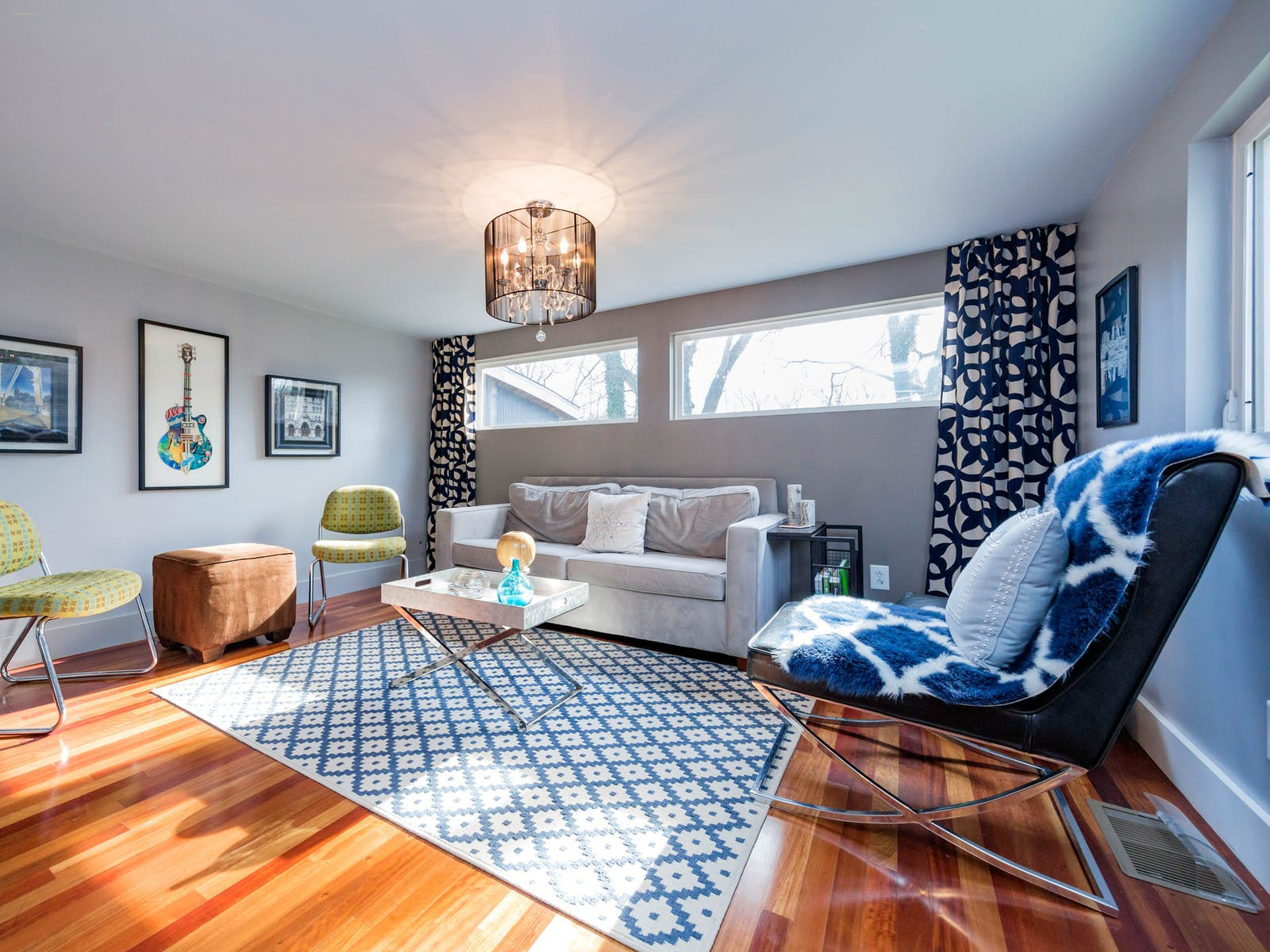 vacation rental in nashville, tn decorated in blue hues