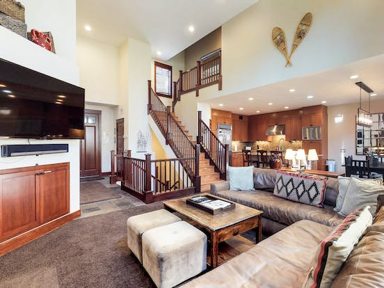 mammoth lakes vacation home with big comfy couch and large flat screen
