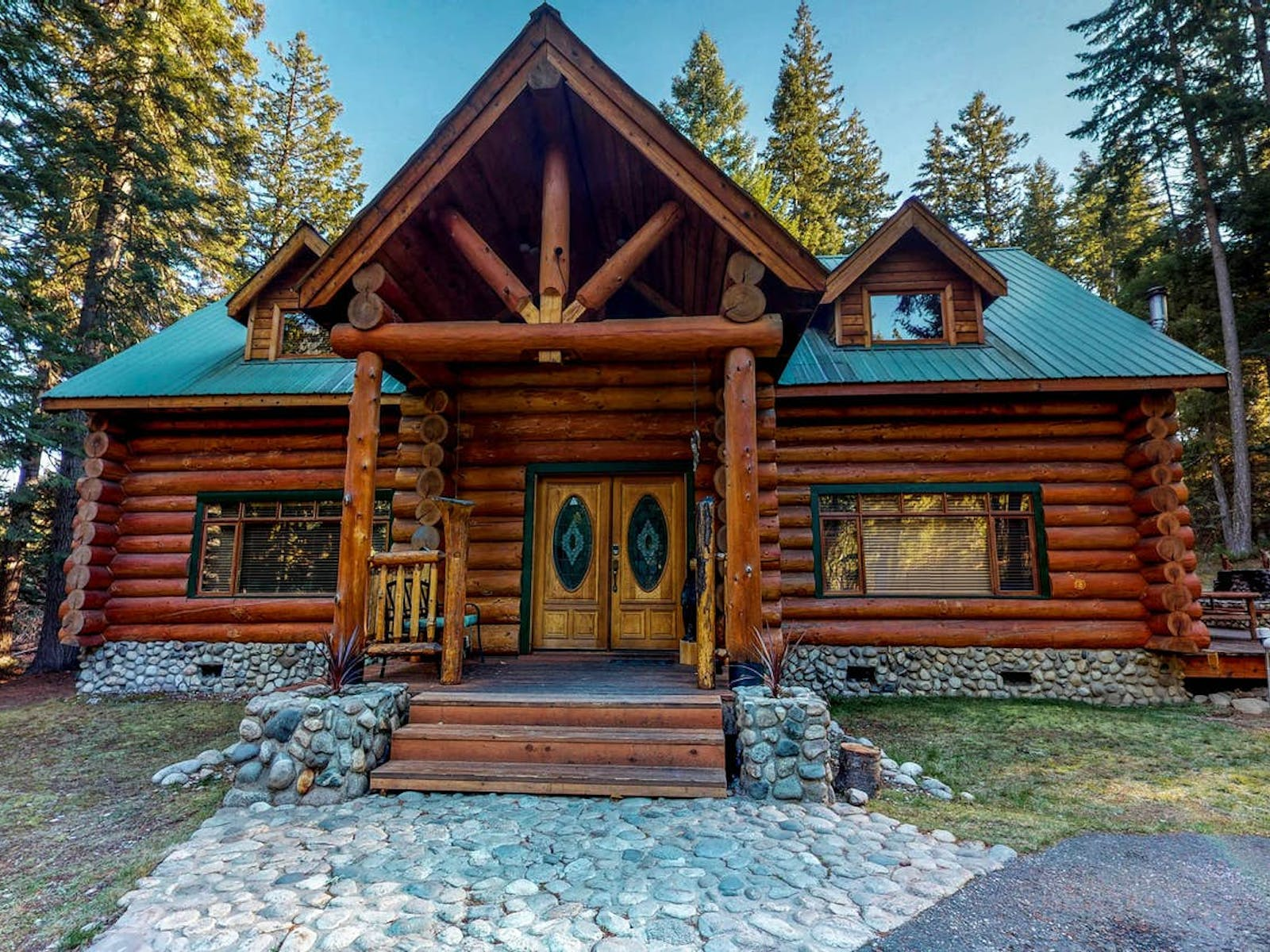 log cabin located in Leavenworth, WA
