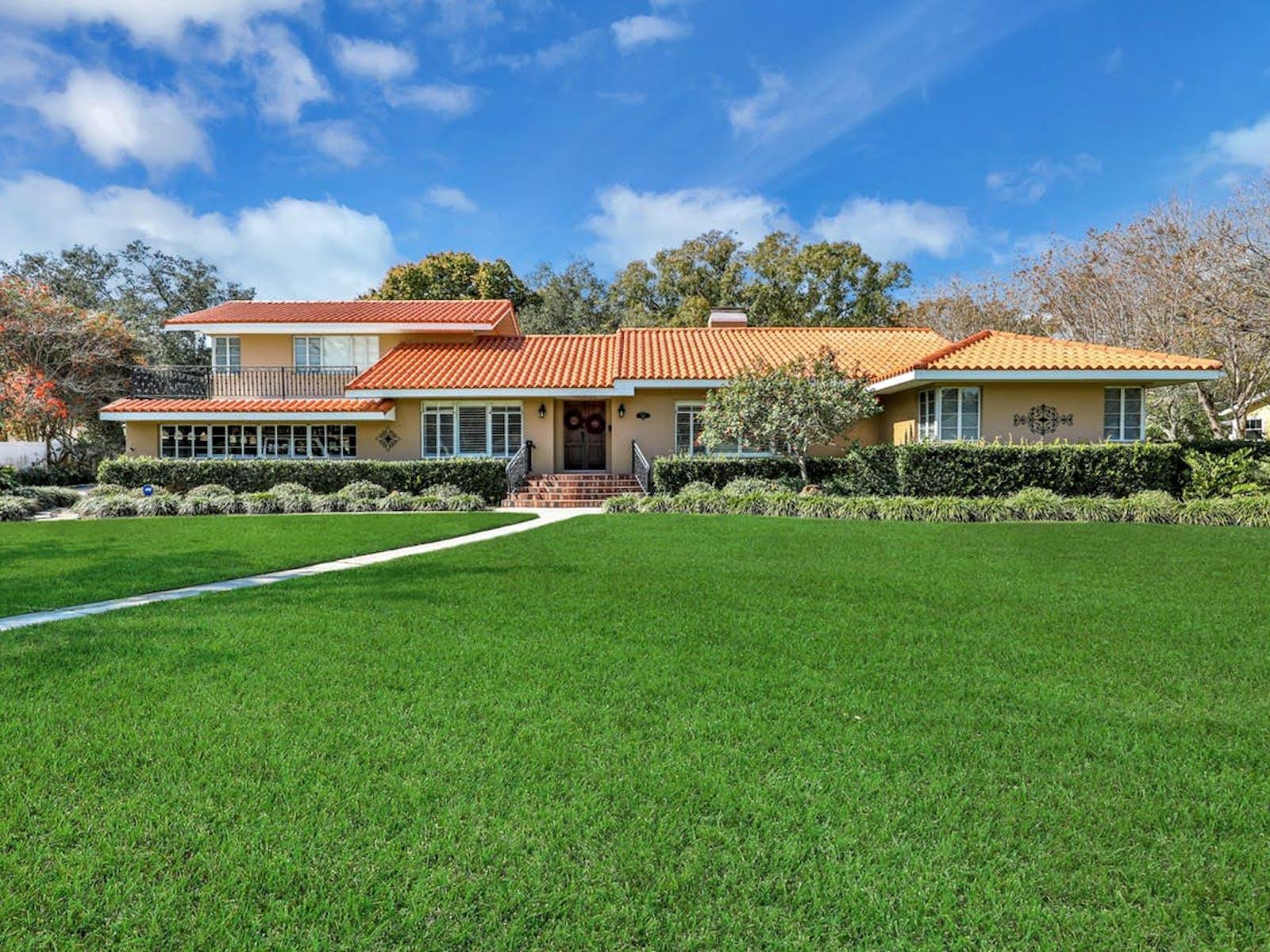 Bradenton, FL event home rental exterior