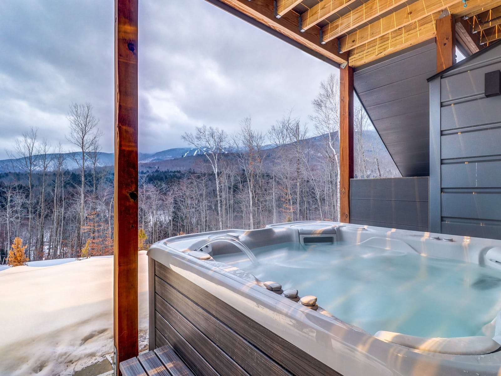 Holiday vacation rental outdoor hot tub in Vermont