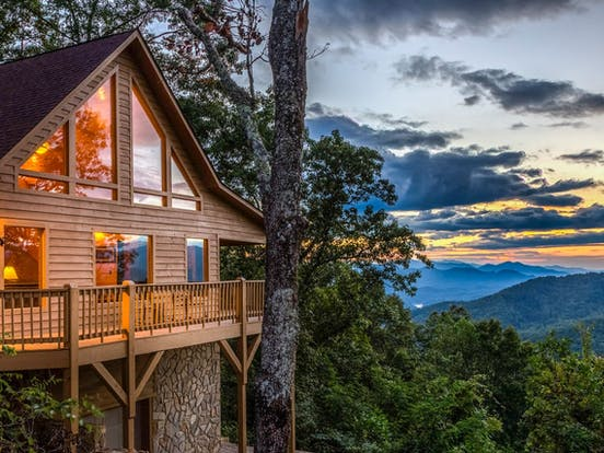 Smoky Mountains cabin with gorgeous mountain views
