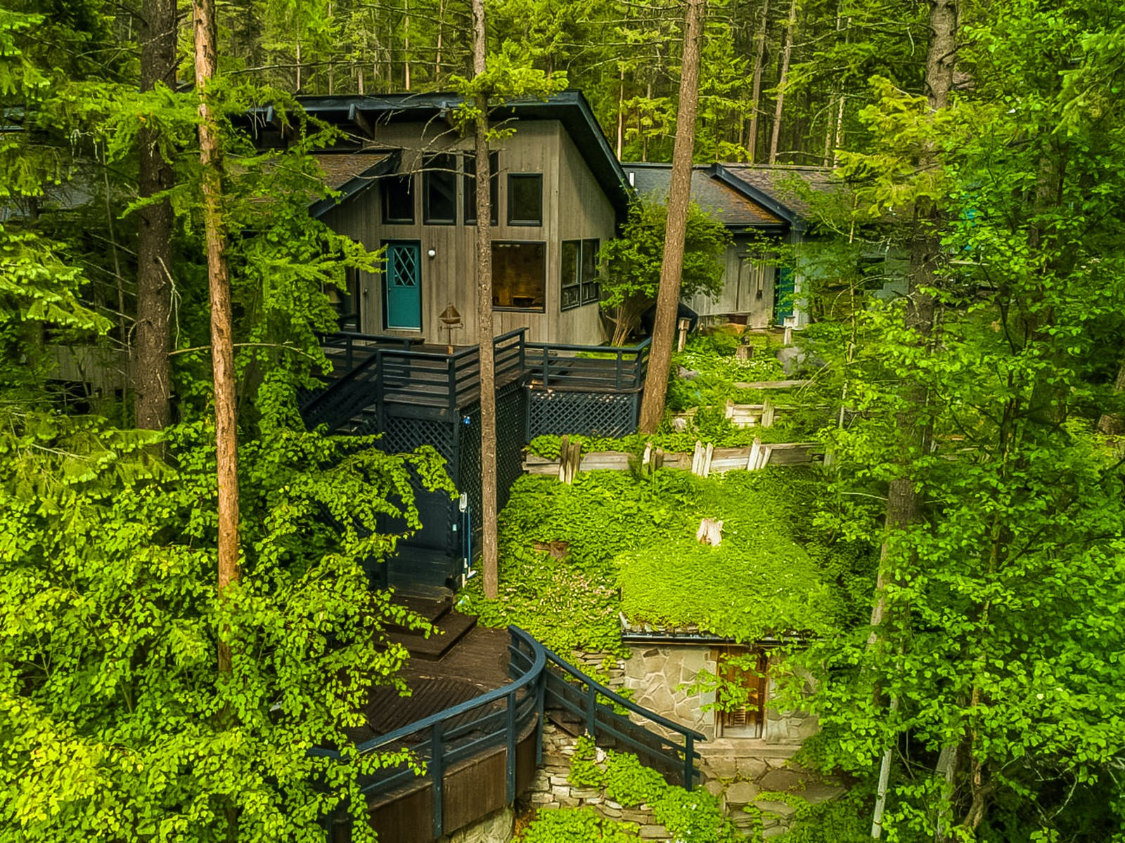 Vacation rental in the Whitefish, MT woods