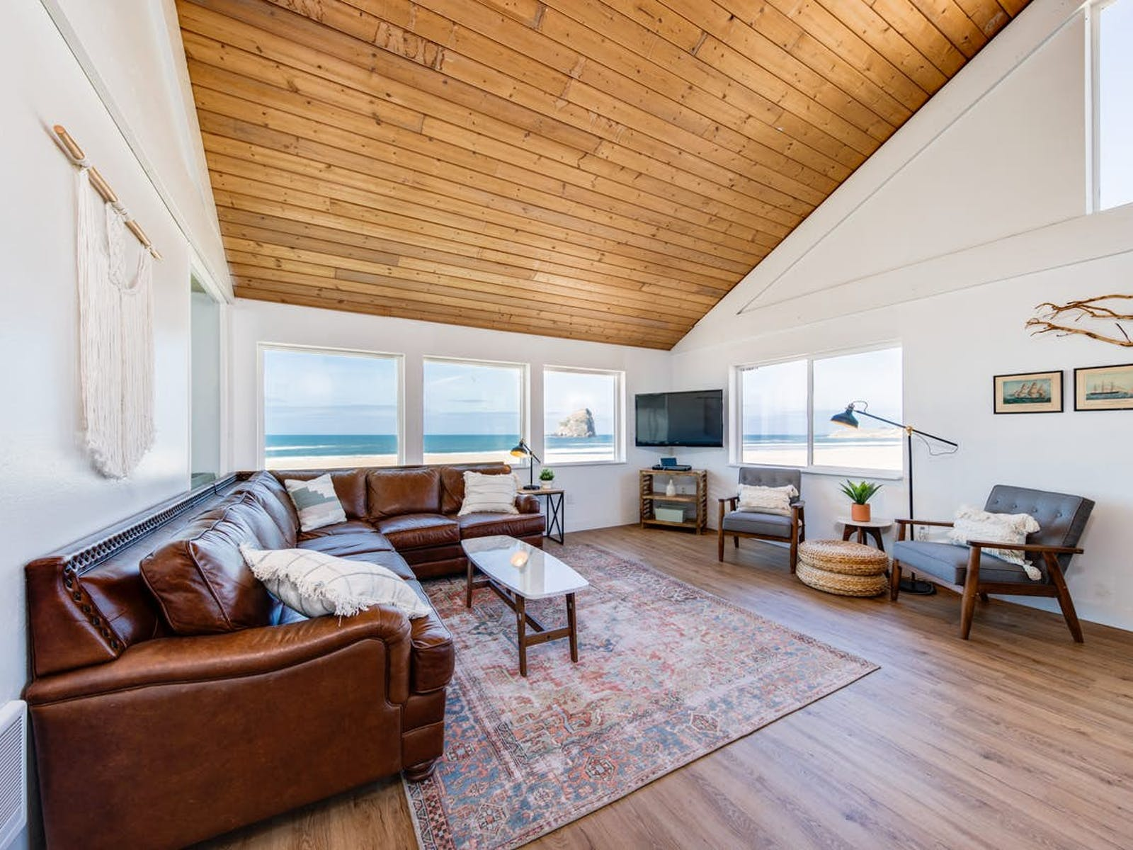 Bright, airy, and retro vacation rental in Pacific City, OR