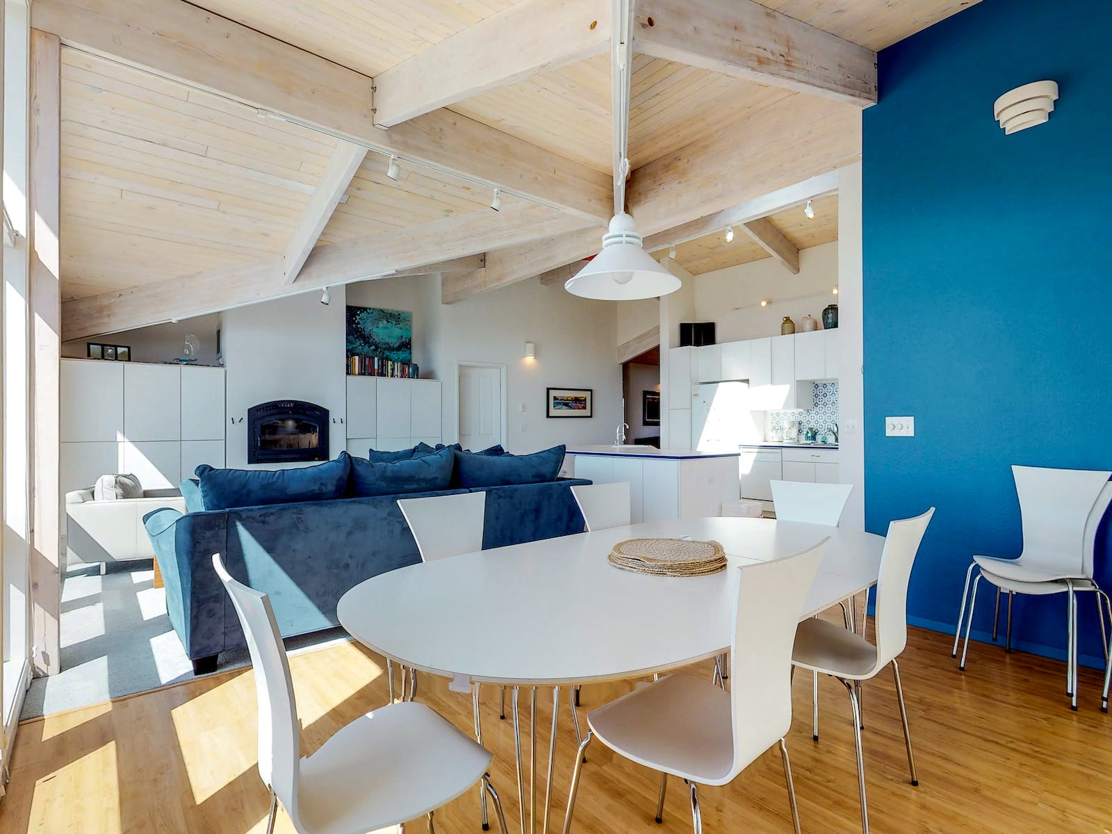 vacation rental in waldport, or with comfy blue couch and blue accent wall