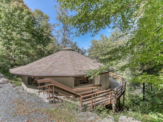 circular vacation home in sugar mountain, nc