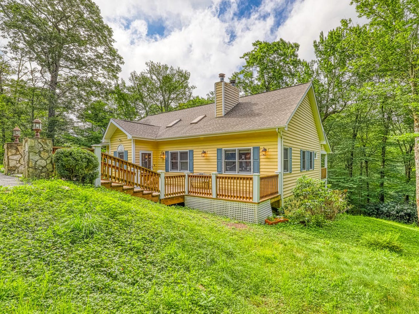sugar mountain, nc vacation home with blue shutters