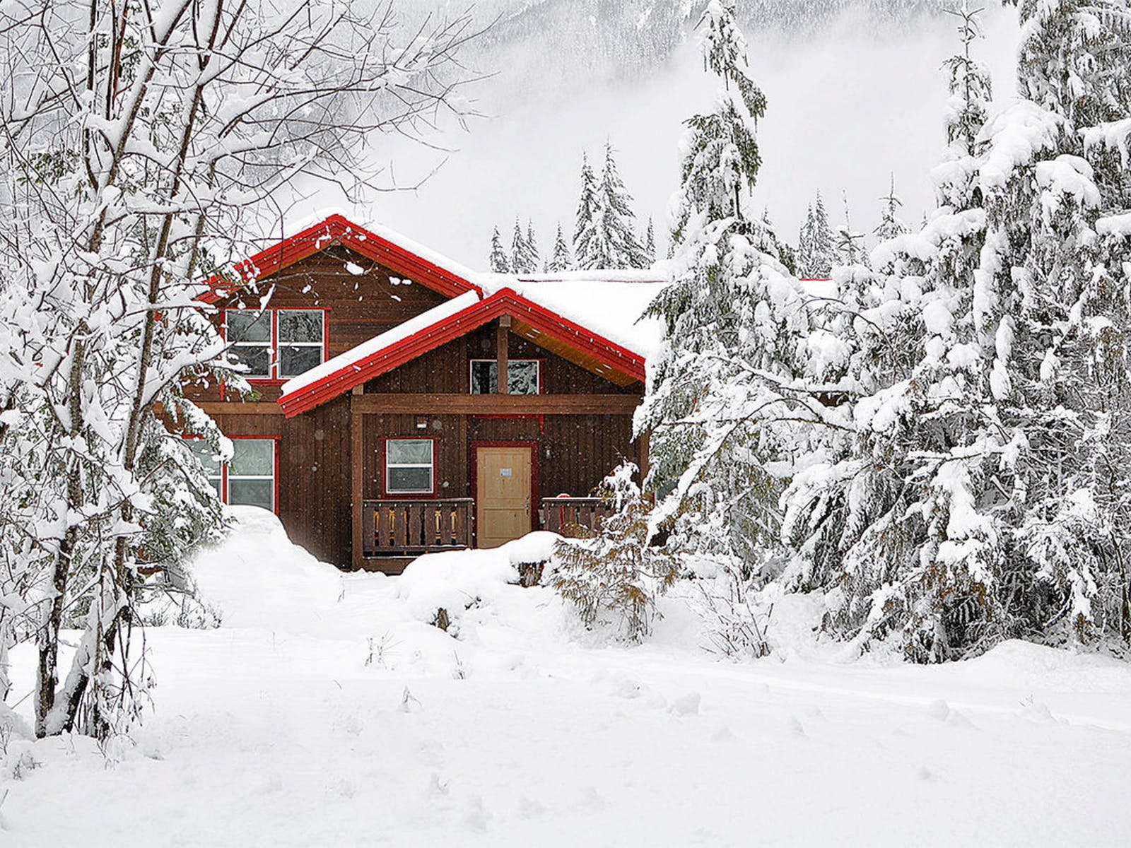 Holiday vacation rental covered in Washington covered in snow