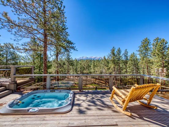 Cabin rental near Pikes Peak with outdoor hot tub