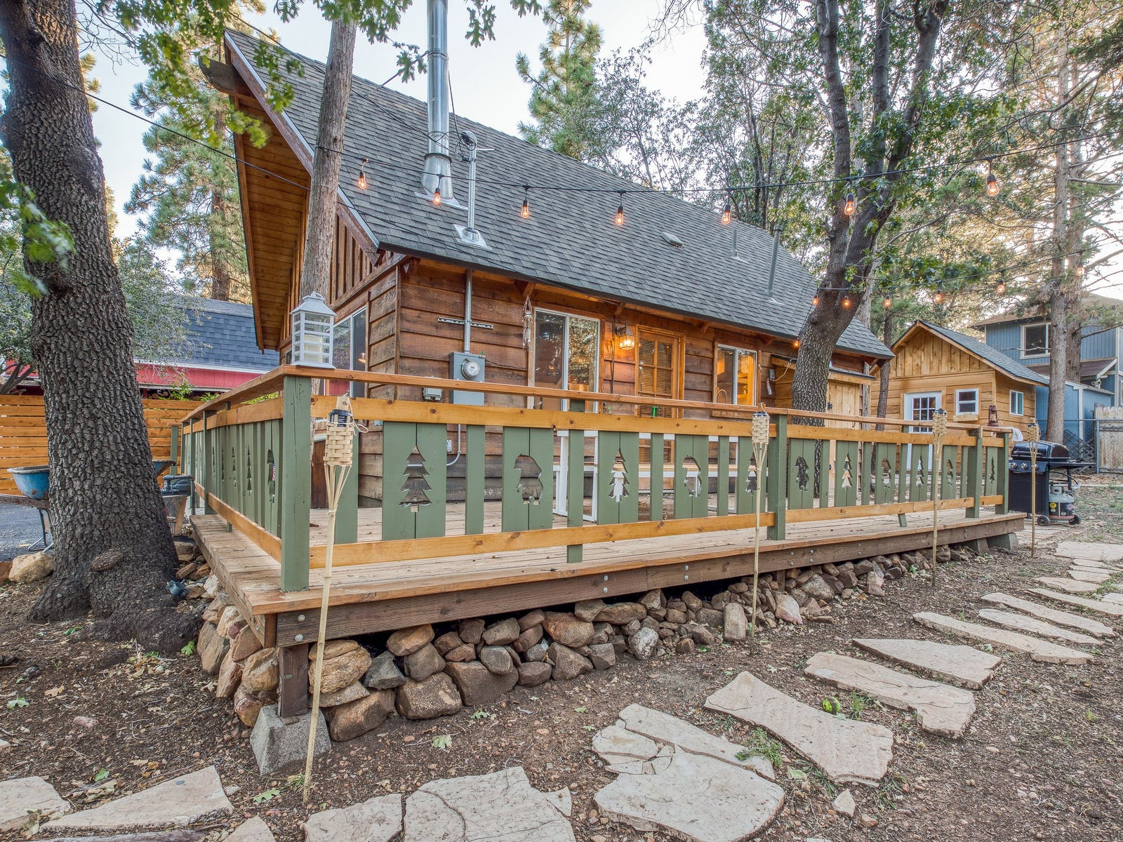 cabin in big bear, ca with fenced deck