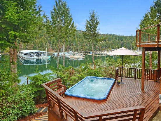 Vacation rental in Washington with outdoor hot tub and dock