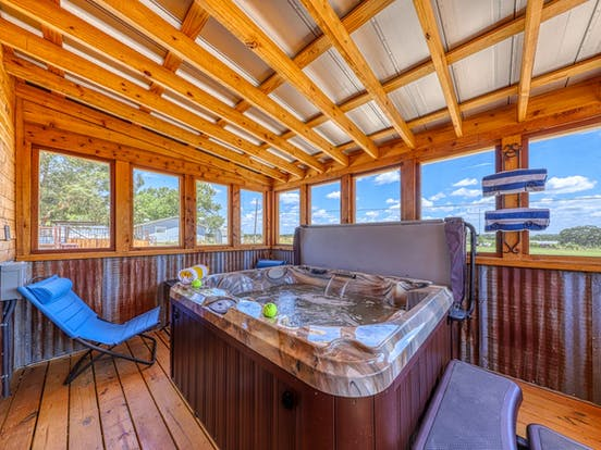 Vacation rental hot tub in Fredericksburg, TX