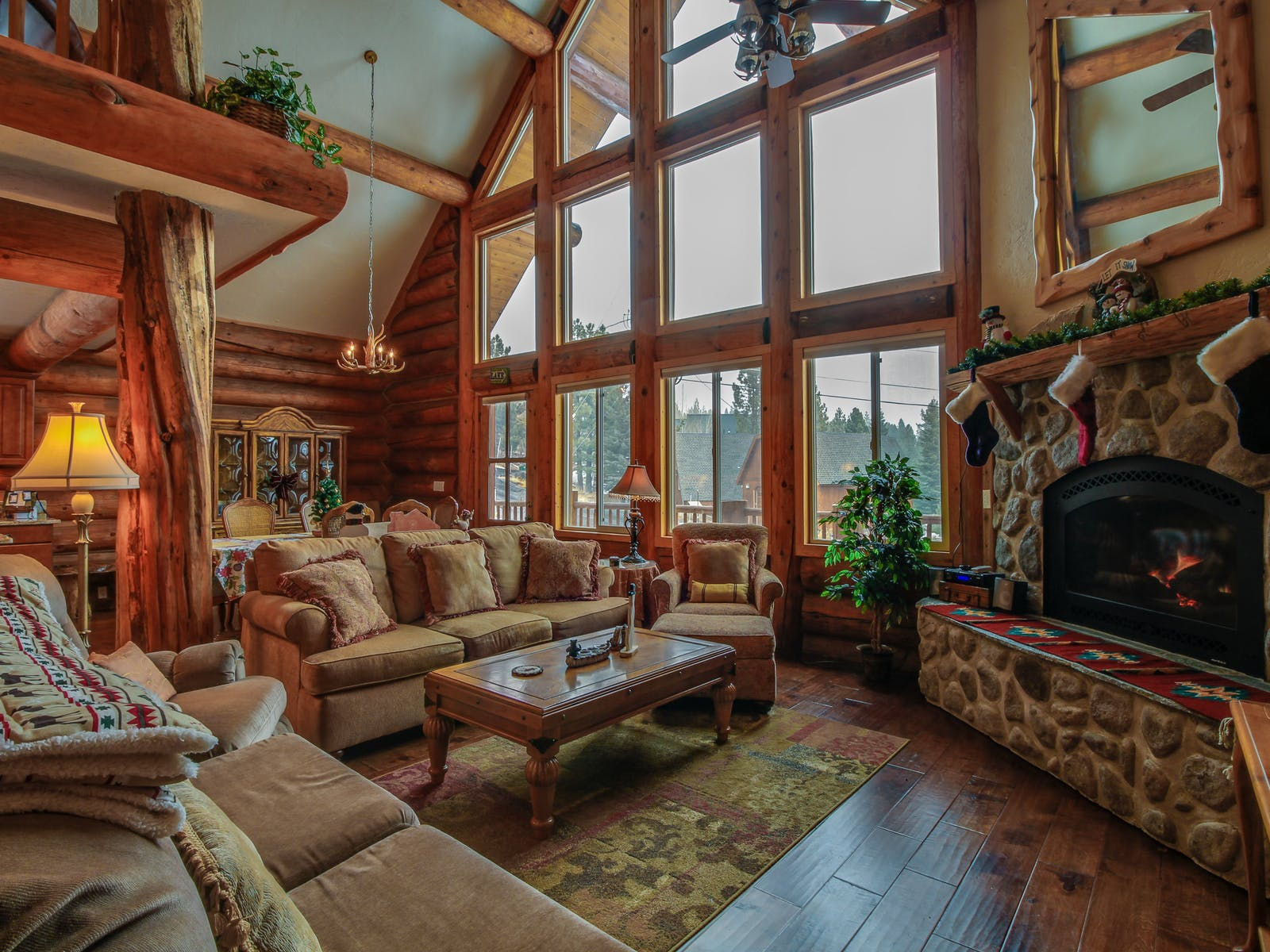 Holiday vacation rental living area in Truckee