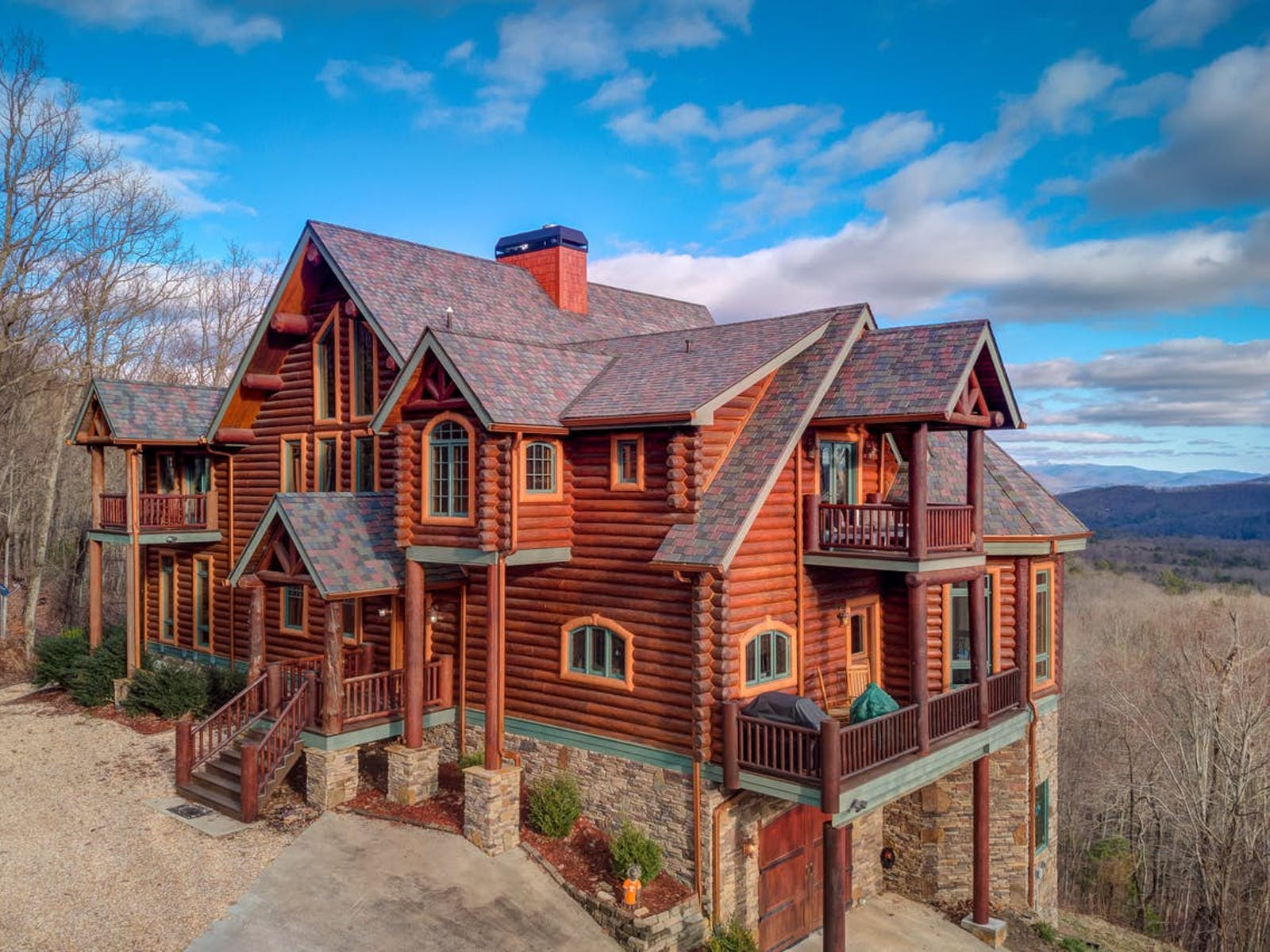large mountain cabin in Morgantown, GA