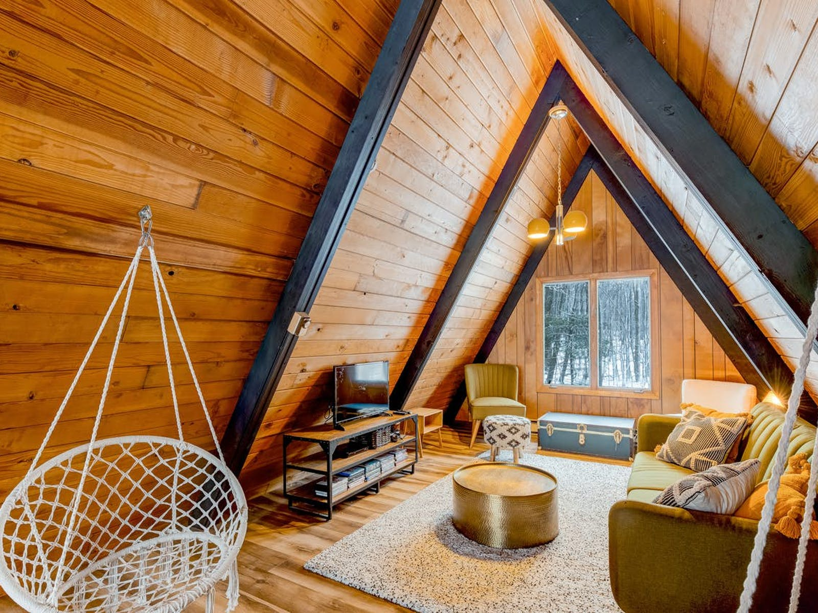 Cozy A-Frame cabin in McHenry, MD