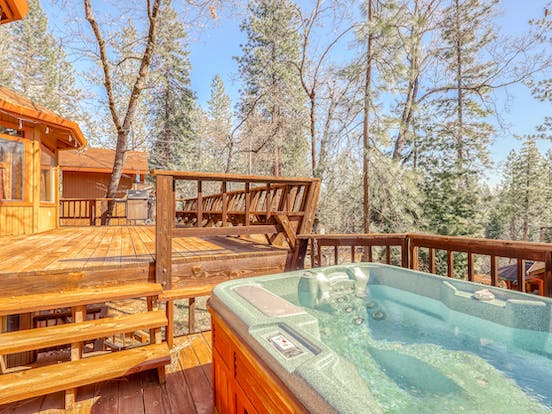 pet-friendly cabin rental in Arnold, CA with private outdoor hot tub