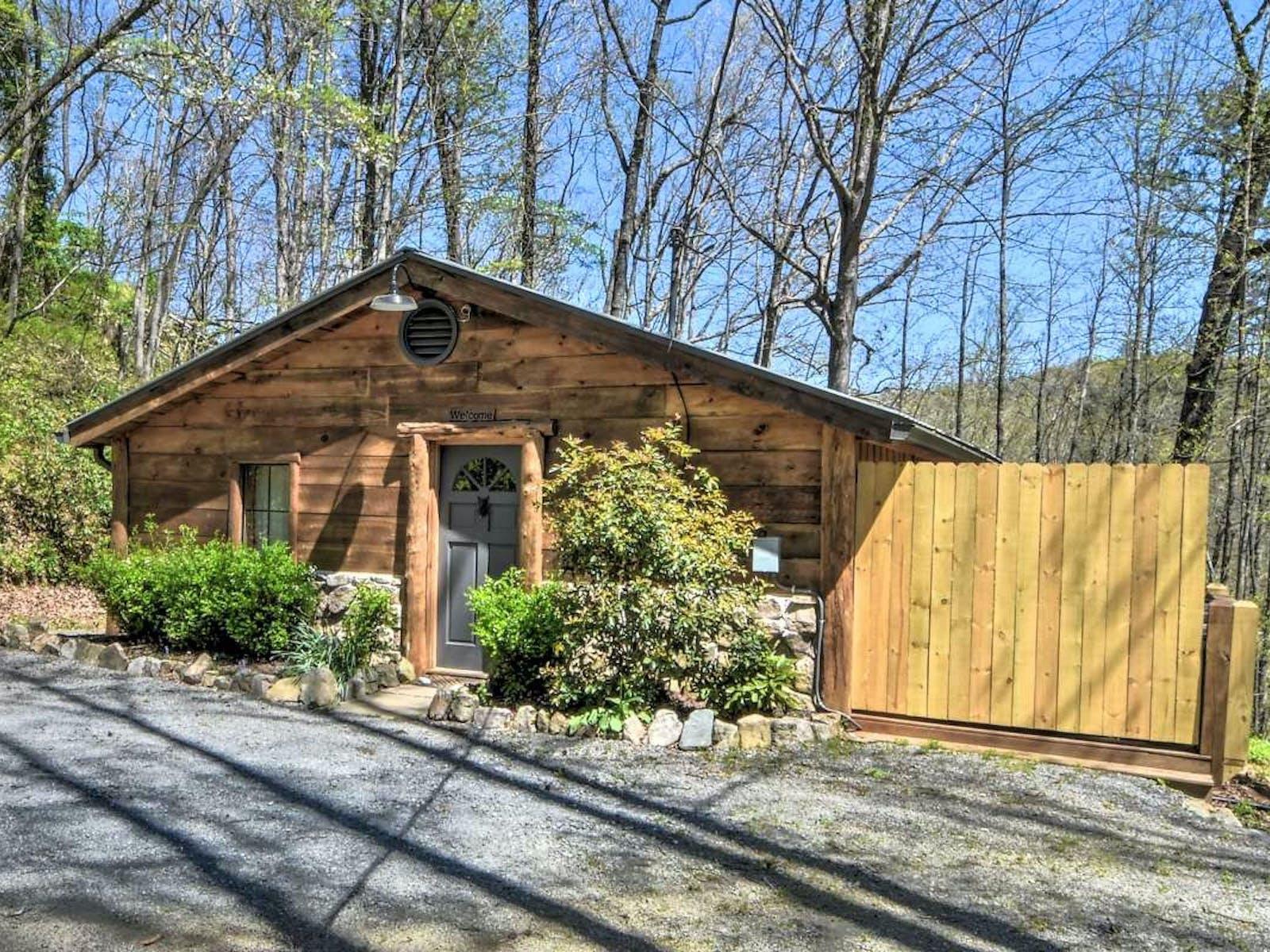 cabin located in blue ridge, ga