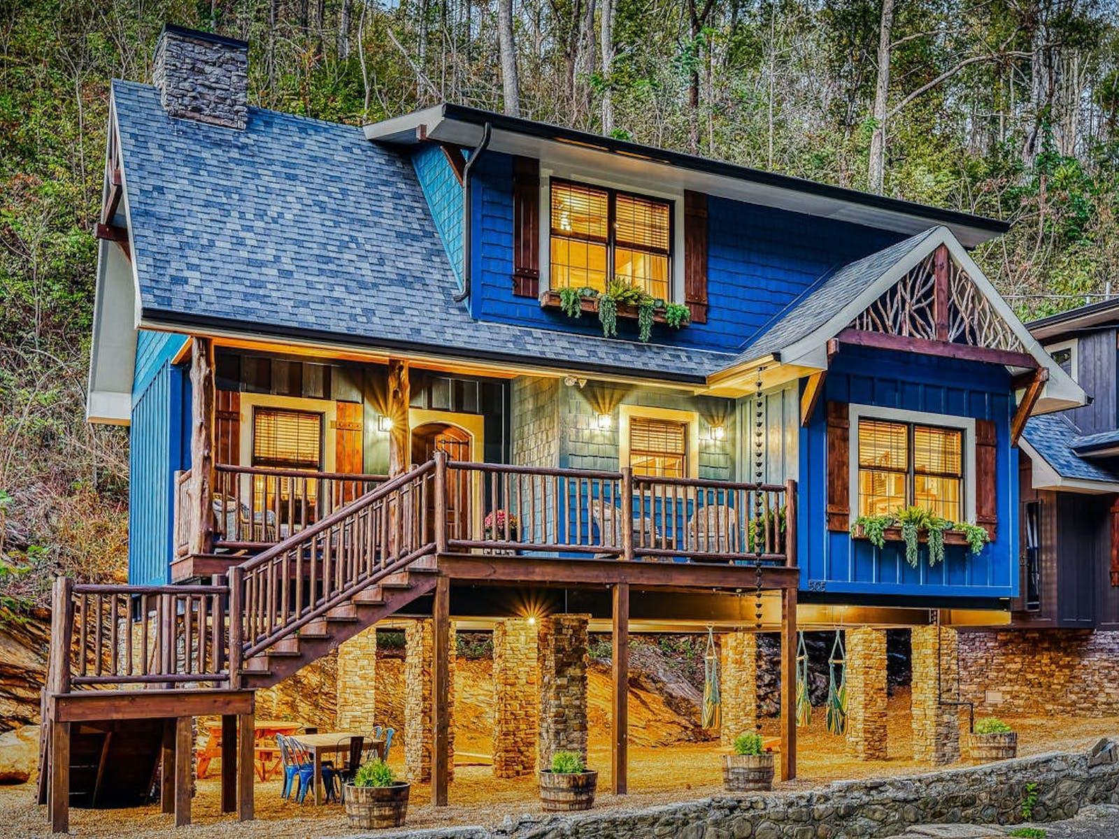 adorable blue cabin in gatlinburg, tn