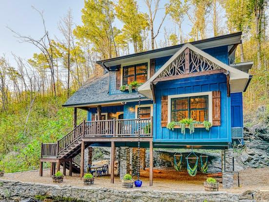 adorable blue gatlinburg vacation cabin