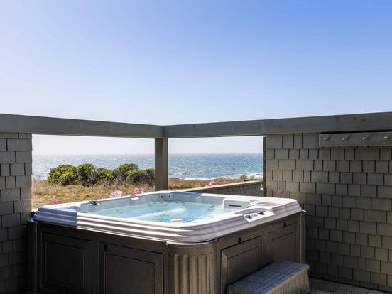 hot tub overlooking the ocean in sea ranch