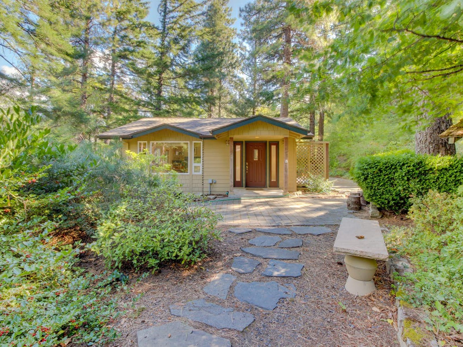 Vacation rental in Hood River, OR surrounded by woods