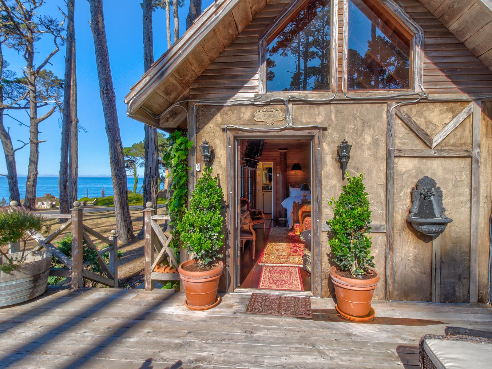 waterfront vacation home located in Fort Bragg, CA