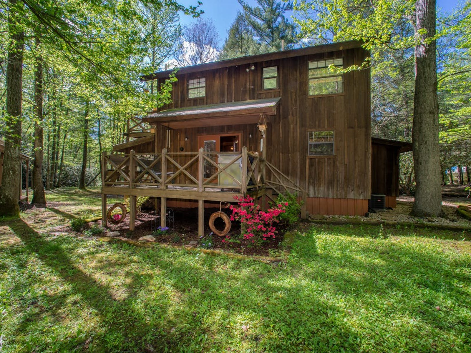 Ellijay, GA vacation rental surrounded by woods and lawn
