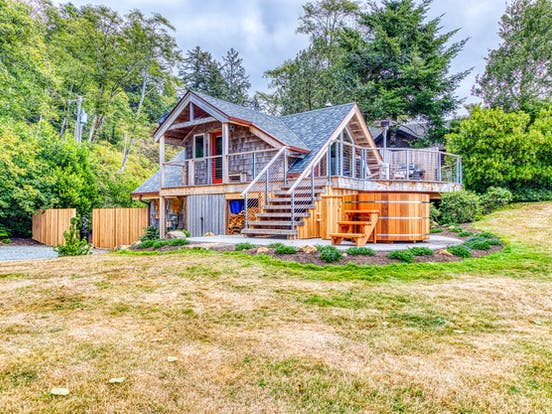 adorable beachfront vacation home in Neahkahnie, OR