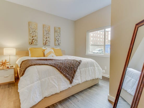 Vacation rental bedroom in Seattle