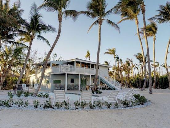 Wedding-friendly vacation rental right on the beach in Islamorada, FL