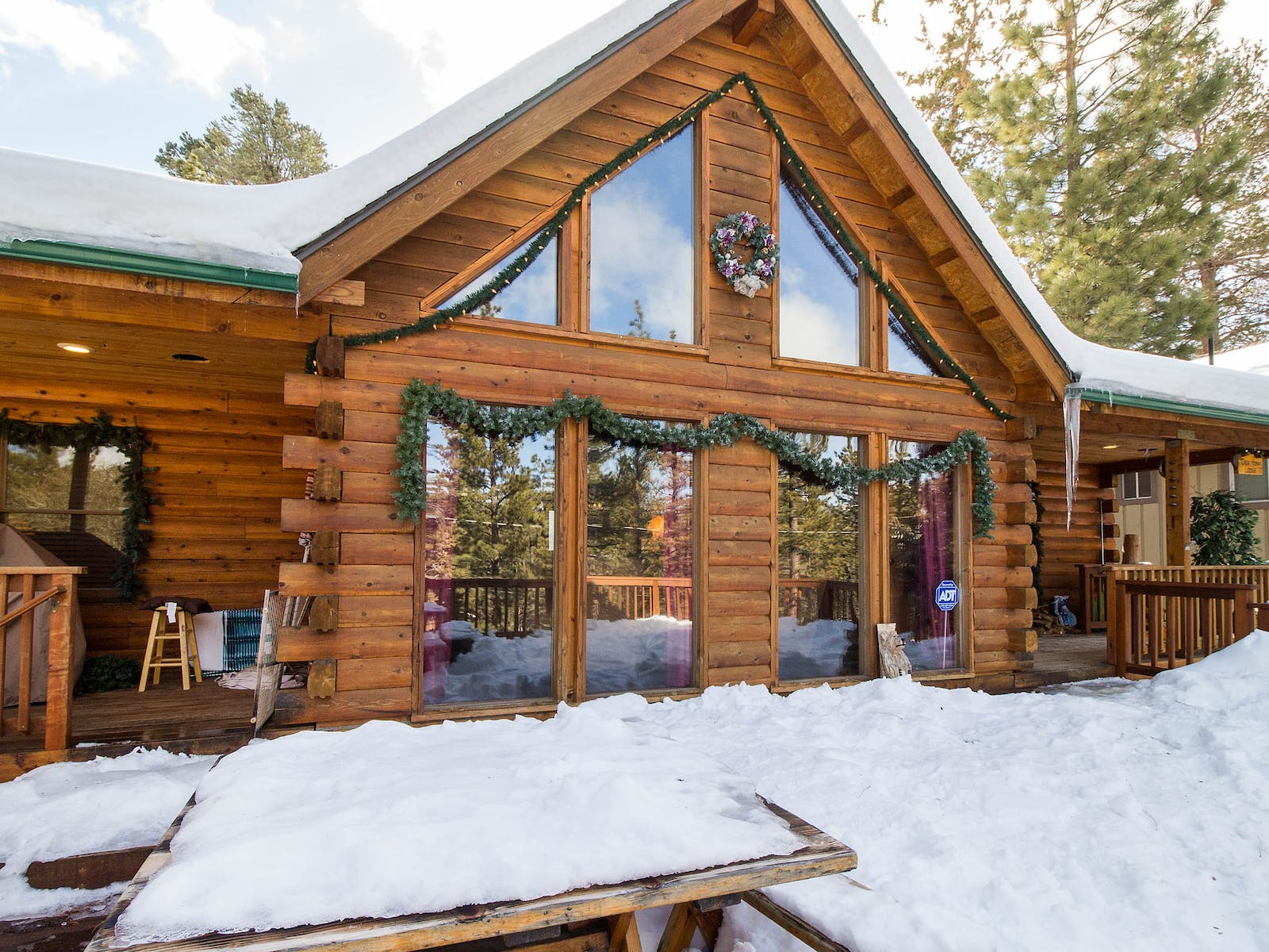 A cabin in Big Bear Lake with christmas decorations set up