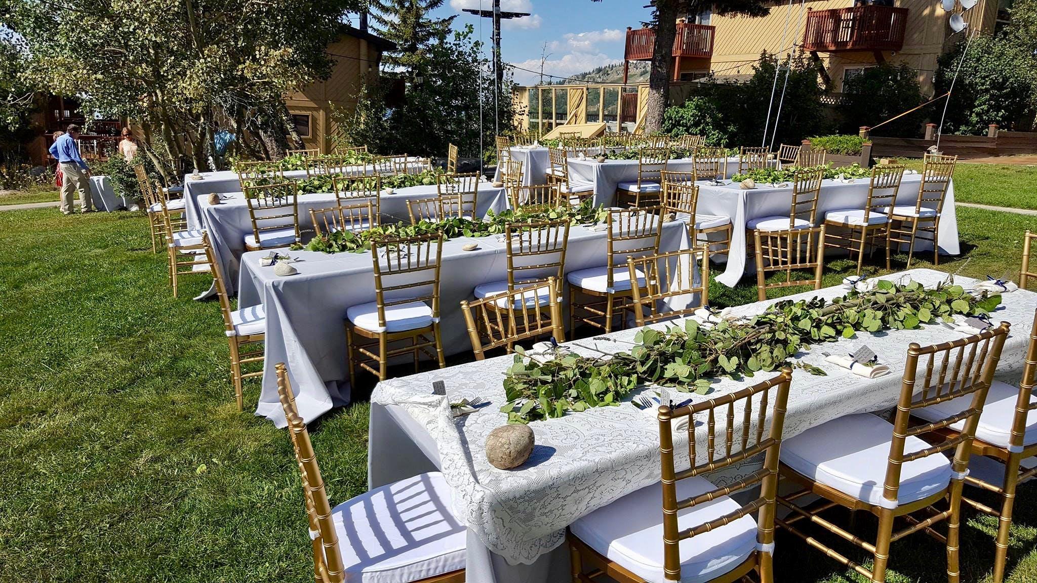 Dinner seating for a Bogus Basin wedding