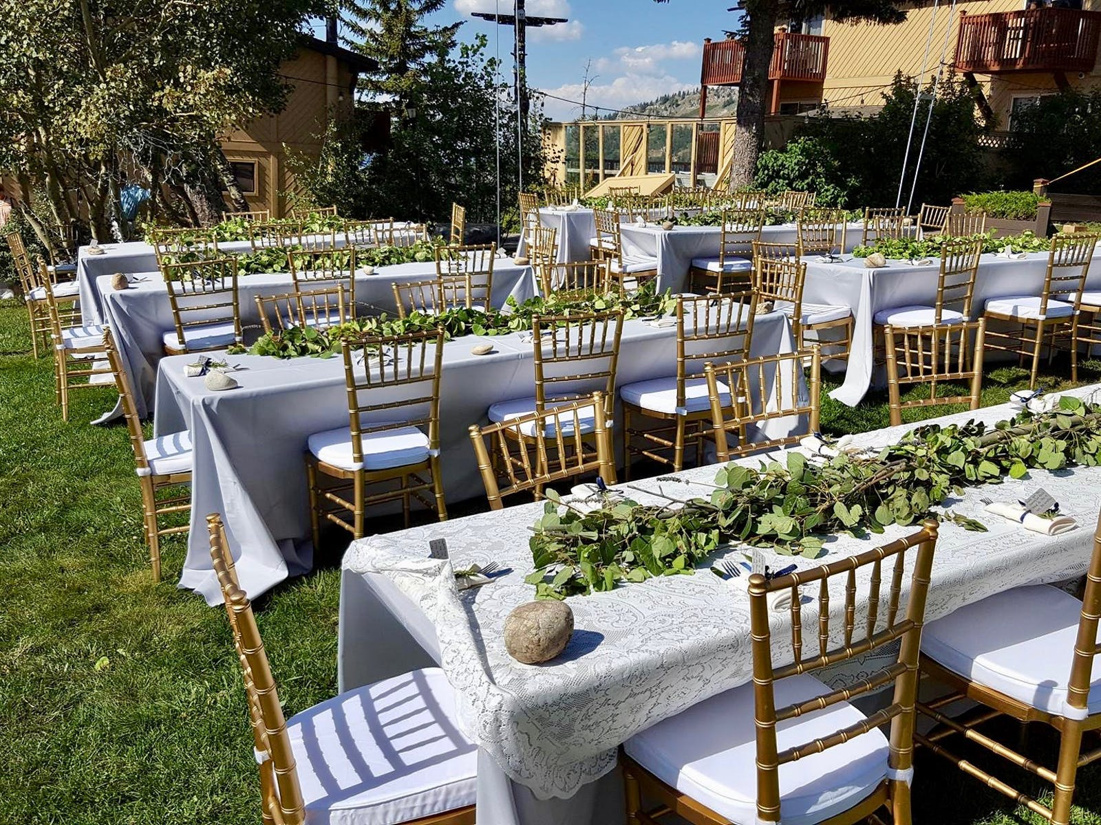 Dinner seating for a Bogus Basin wedding