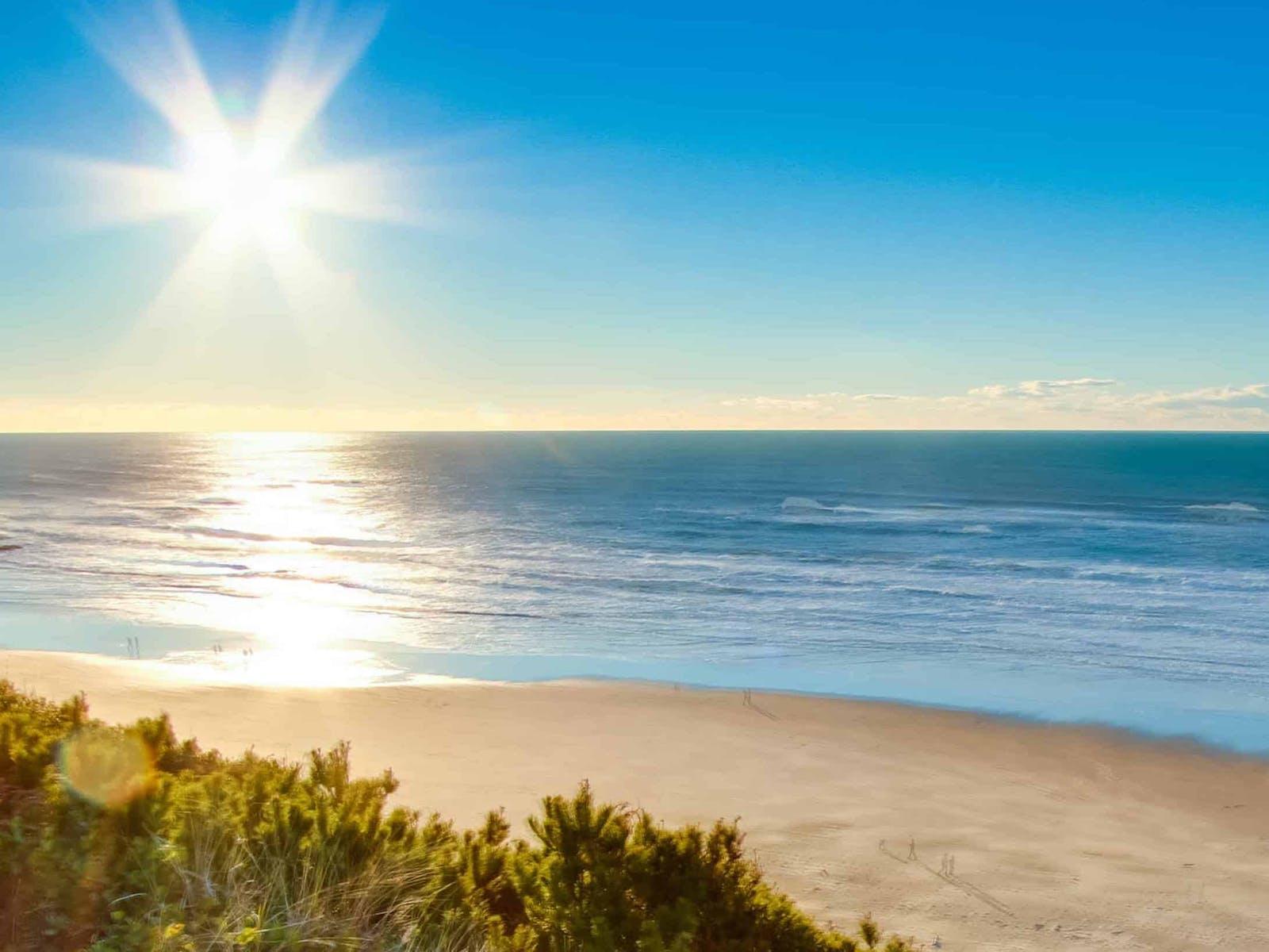 Sun shining over the ocean on the Oregon Coast