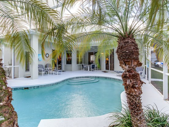 Davenport, FL vacation home with outdoor pool and palm trees