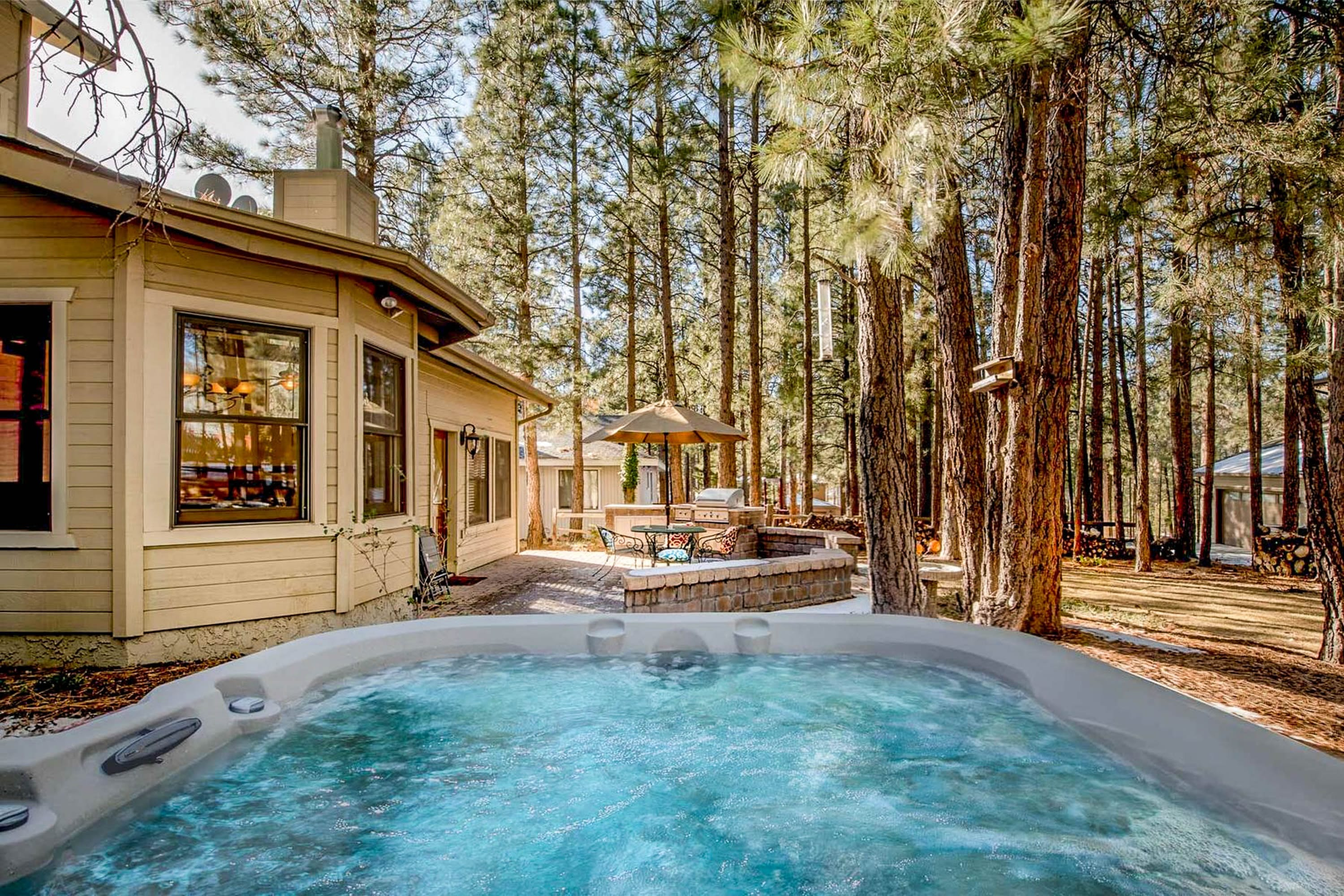 A hot tub outside of a cabin rental in Flagstaff, Arizona